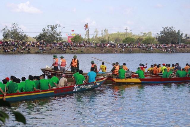 Gần 600 vận động viên tham gia Lễ hội đua thuyền
