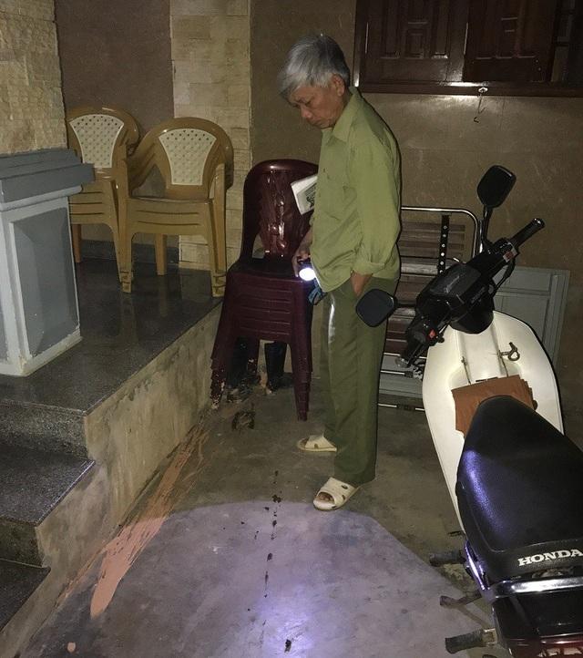 Gia đình thương binh Lê Hữu Trạc đã bị kẻ xấu ném chất bẩn vào nhà