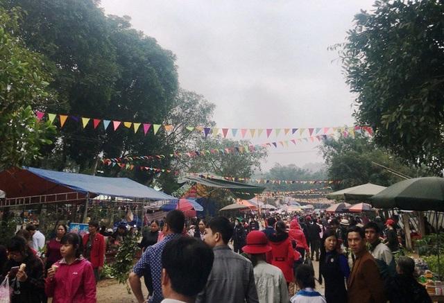Những ngày đầu năm mới Mậu Tuất 2018, mỗi ngày có hàng vạn người dân từ khắp nơi hướng về chùa Phủ Na đi lễ đầu xuân.
