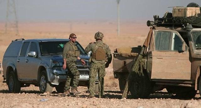 Binh sĩ Mỹ cùng phương tiện quân sự có mặt ở TP Raqqa, miền Bắc Syria. Ảnh: REUTERS