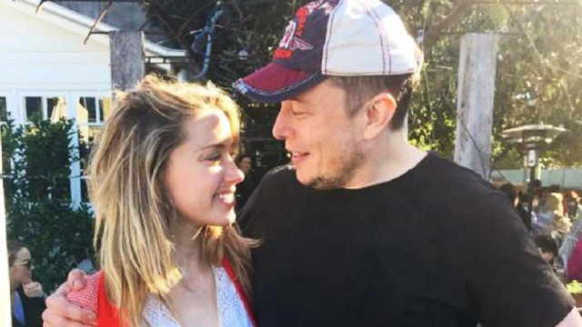 Elon Musk từng chia sẻ, anh đã yêu Amber rất nhiều và đau khổ khi 2 người chia tay.