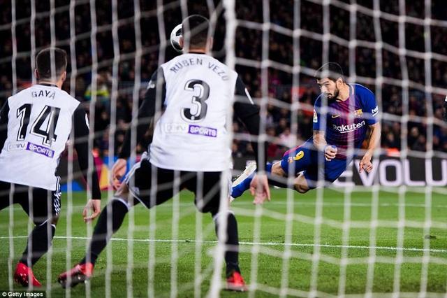 Barcelona đang thăng hoa trên đôi cánh của Luis Suarez