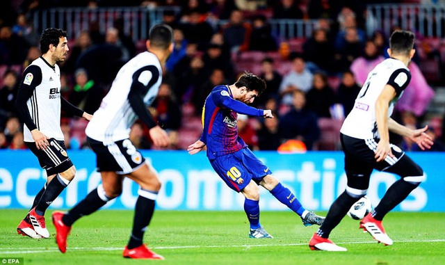 Lionel Messi có khá nhiều cơ hội ở trận đấu này, nhưng anh không thể dứt điểm thành bàn