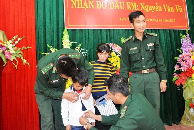 Các chiến sỹ Bộ đội Biên phòng Quảng Bình chăm sóc tường tận từ việc ăn mặc đến học hành cũng như mọi sinh hoạt trong cuộc sống