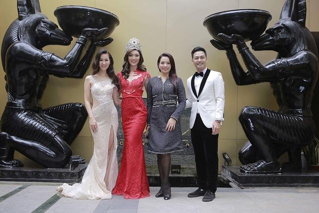 MC Phan Anh đã có những chia sẻ thẳng thắn về ấn tượng của mình dành cho Karen Ibasco và anh hiểu được tại sao cô lại đoạt ngôi vị cao nhất của cuộc thi Hoa hậu Trái đất dù kết quả gây ra nhiều tranh cãi đến vậy.