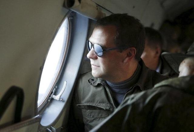 Thủ tướng Nga Dmitry Medvedev trong chuyến thăm đảo Iturup hồi năm 2015. Ảnh: Reuters