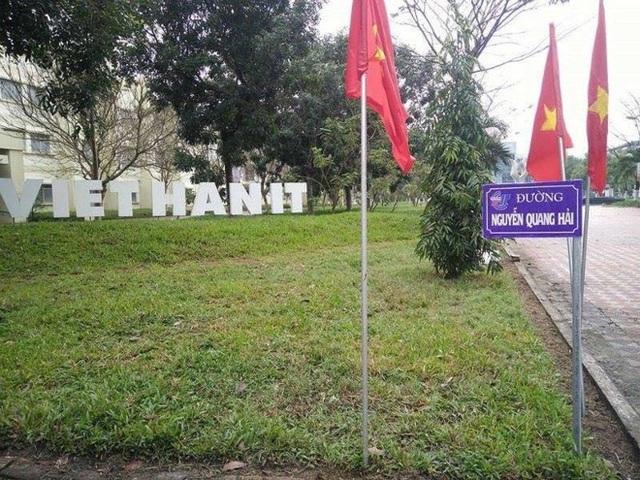 Con đường mang tên cầu thủ xuất sắc Nguyễn Quang Hải. (Ảnh: VietHannit)