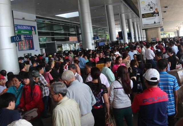 Hành khách được khuyến cáo hạn chế số người đưa/tiễn tại sân bay