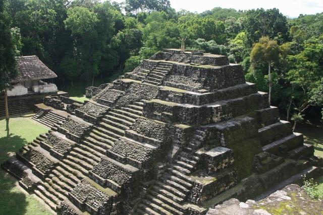 Phát hiện kim tự tháp cao 30m niên đại 2000 năm tuổi của người Maya - 2