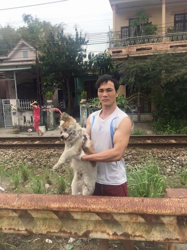 Anh Sơn tìm và cứu một chú chó bị bỏ rơi tại đường Lê Duẩn, TP Huế cạnh đường sắt