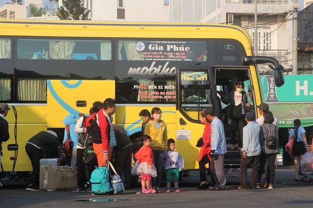 Sàu kỳ nghỉ Tết 7 ngày, nhiều gia đình trở lại Sài Gòn sớm để chuẩn bị cho ngày làm việc đầu năm