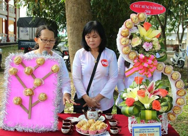 Hội thi làm bánh truyền thống các khối phố của thị trấn Phú Phong.