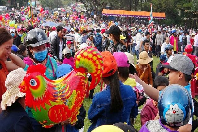 Hàng ngàn người dân trong tỉnh về dự lễ hội chiến thắng Đèo Nhông - Dương Liễu.
