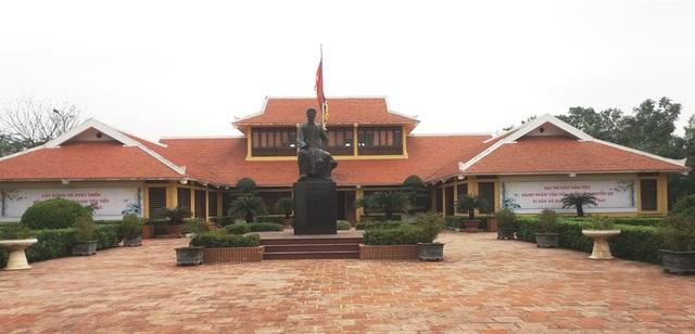 Khu di tích Nguyễn Du - nơi lưu giữ hàng trăm kỷ vật về Đại thi hào cũng như các tác phẩm nổi tiếng, trong đó có Truyện Kiều.