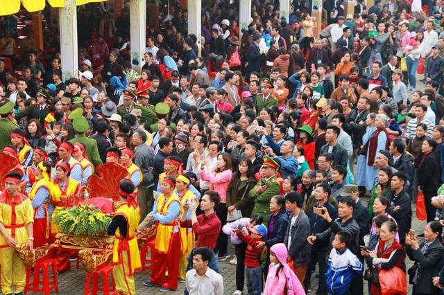 Chùa Bái Đính chật kín du khách trong ngày khai hội Mùng 6 tháng Giêng năm Mậu Tuất 2018.