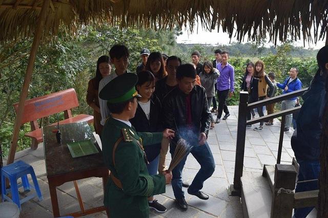 Gần 4,7 vạn người viếng mộ Đại tướng Võ Nguyên Giáp dịp Tết Nguyên đán - 1