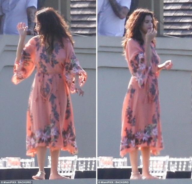 Selena Gomez đẹp rạng ngời trong đám cưới của cha ruột Justin Bieber - 16
