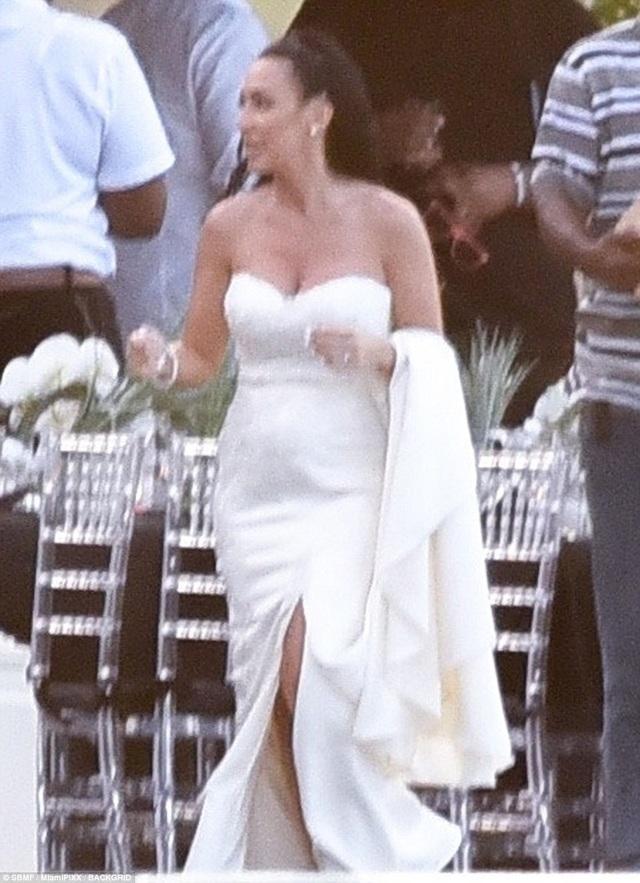 Mẹ kế của Justin rạng ngời trong hôn lễ tại Jamaica.