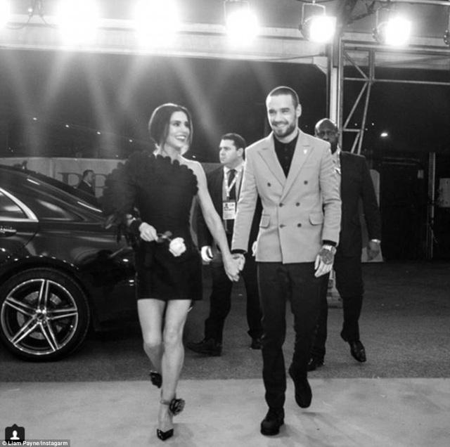 Liam Payne sau đấy cũng chia sẻ hình ảnh anh và bạn gái trên trang cá nhân
