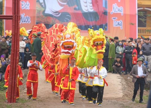 Đội múa lân tại Lễ hội Tịch điền