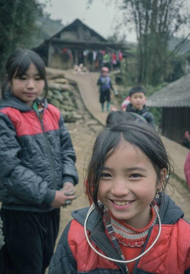 """Nụ cười """"tan chảy trái tim"""" của bé gái H'Mông """"hút"""" dân mạng - 7"""