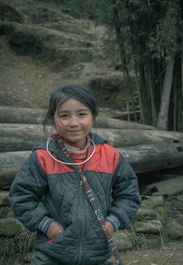 """Nụ cười """"tan chảy trái tim"""" của bé gái H'Mông """"hút"""" dân mạng - 6"""