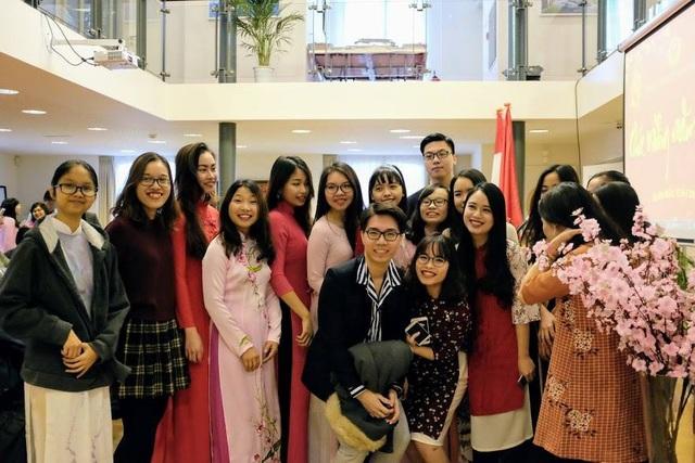 Trong không khí chào mừng Tết đến Xuân về, cộng đồng người Việt Nam tại Hà Lan hội tụ lại để cùng điểm lại những khoảnh khắc nổi bật của năm cũ và chào đón năm mới.