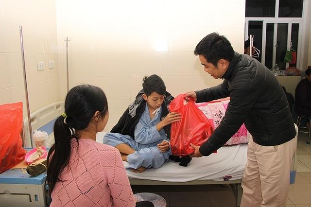 Bạn trẻ góp niềm vui xuân tới bệnh nhân ung thư - 1