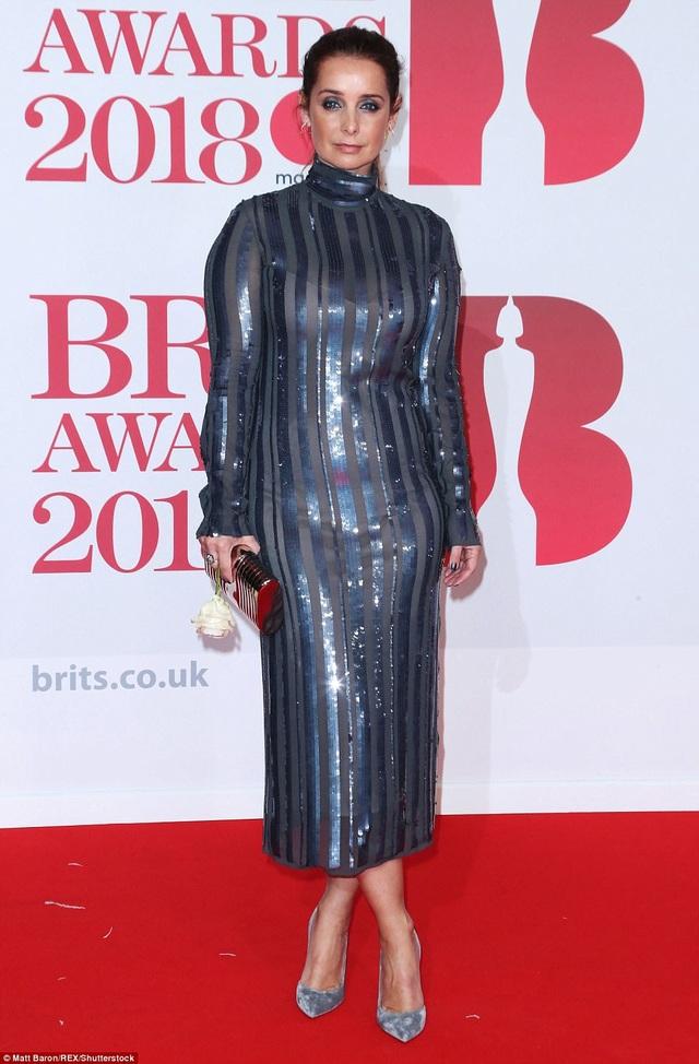 Bộ váy khó hiểu của Louise Redknapp
