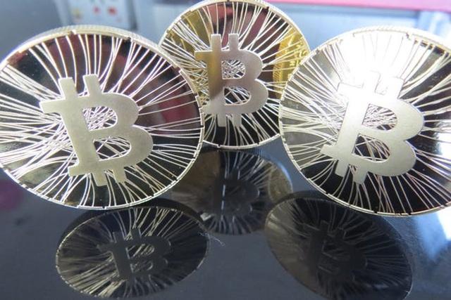 Tiền ảo lại sụt giảm, Bitcoin xuống thấp hơn 10.000 USD - 1