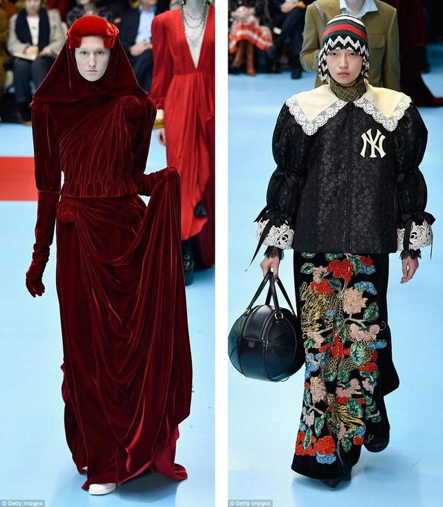 """Một số người mẫu được làm nhạt màu lông mày để tạo nên diện mạo khác thường. Bộ sưu tập thời trang kỳ lạ này c bao gồm cả những mặt nạ quái dị và những """"đầu lâu""""… rùng rợn."""