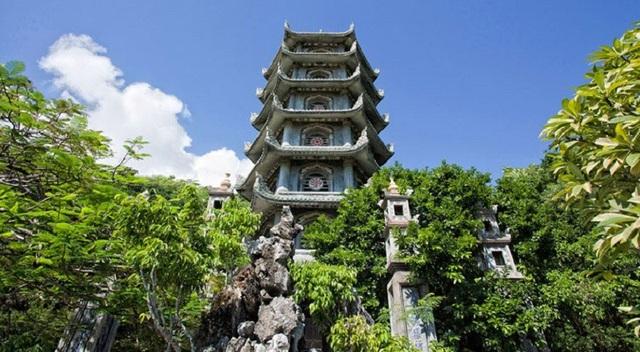 Tháp Xá Lợi 7 tầng, cao 30m được xây dựng từ năm 1977