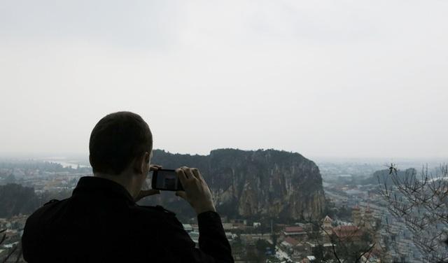Cảnh quan Ngũ Hành Sơn nhìn từ Vọng Giang Đài ở gần chùa Tam Thai