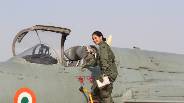 Nữ phi công Avani Chaturvedi ngày 19/2 đã hoàn thành chuyến bay một mình kéo dài 30 phút trên máy bay chiến đấu MiG-21 Bison tại căn cứ không quân Jamnagar của Ấn Độ. (Ảnh: Không quân Ấn Độ)