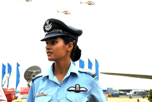 Ông Banerjee mô tả chuyến bay thành công của Avani Chaturvedi là sự kiện trọng đại trong lịch sử lực lượng vũ trang Ấn Độ. Các bộ trưởng Ấn Độ cũng dành lời khen cho Avani vì thành tích của cô và gọi cô là niềm cảm hứng cho những cô gái trẻ. (Ảnh: Times of India)