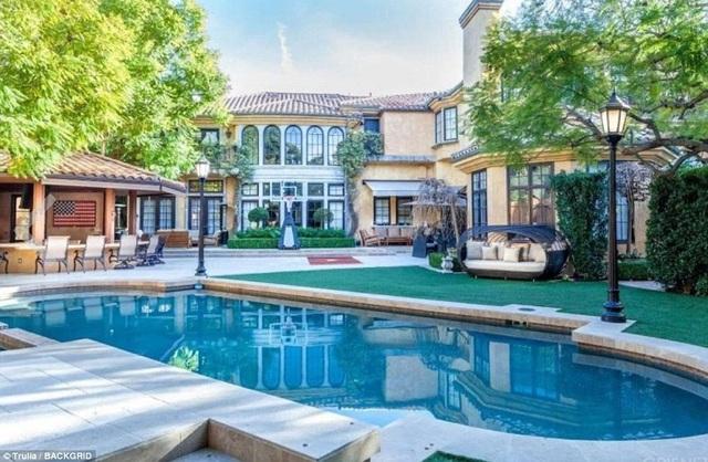 Nam diễn viên Charlie Sheen đang rao bán ngôi nhà ở Beverly Hills với giá 10 triệu USD