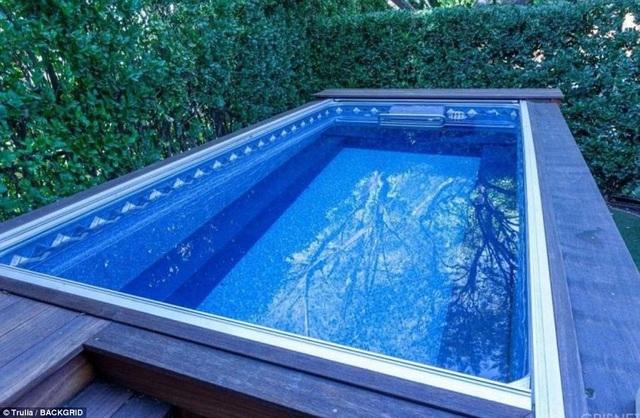 Một trong hai bể bơi lớn