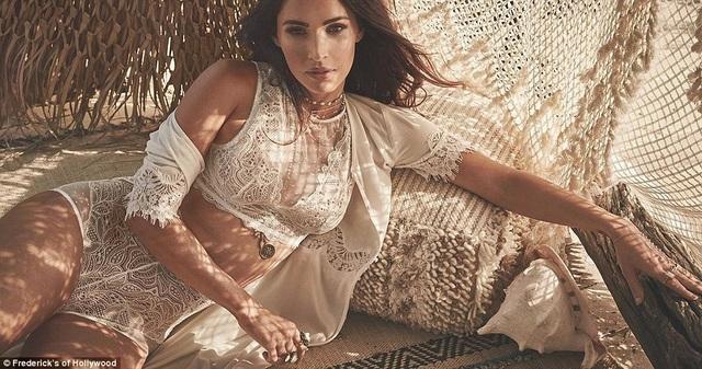Megan Fox vừa là người mẫu vừa là giám đốc của nhãn hiệu nội y Fredericks Of Hollywood từ năm 2016 đến nay.