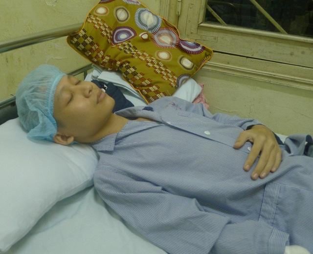 Bị vi khuẩn tấn công não và tim khiến tính mạng của chàng tân sinh viên Báo chí bị de dọa.