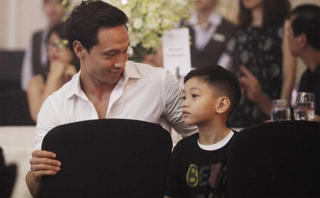Kim Lý ngày càng được lòng con riêng và gia đình Hà Hồ - Ảnh 5.