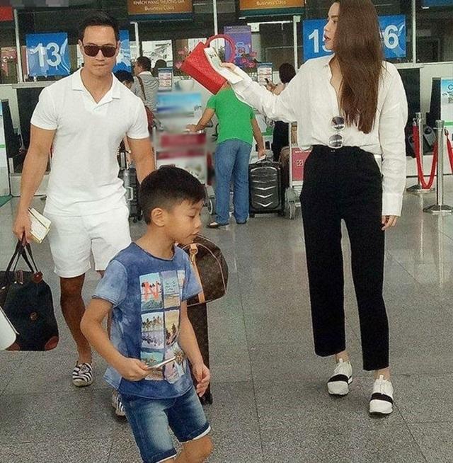 Kim Lý ngày càng được lòng con riêng và gia đình Hà Hồ - Ảnh 6.