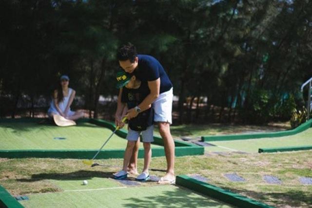 Kim Lý ngày càng được lòng con riêng và gia đình Hà Hồ - Ảnh 8.