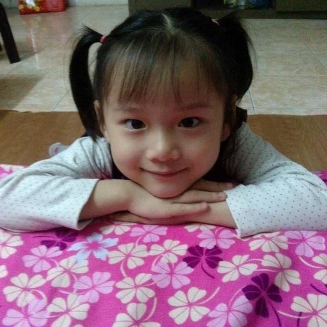 TS Hương gọi bé Hải An là thiên thần, cảm phục tấm lòng của mẹ con cô gái bé nhỏ. Ảnh: Facebook BS Hương.