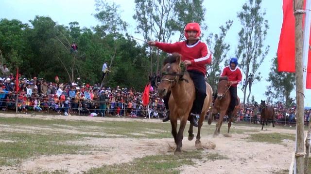 Sôi động hội đua ngựa truyền thống Gò Thì Thùng - 4
