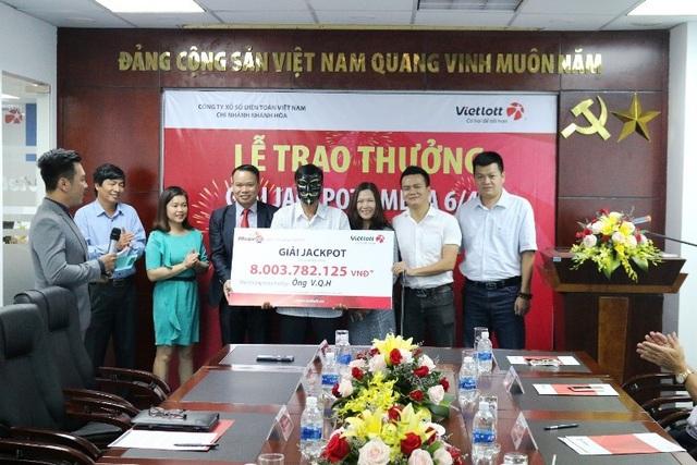 Ông V.Q.H (ngụ TP.Nha Trang, tỉnh Khánh Hòa) nhận giải thưởng hơn 8 tỷ đồng