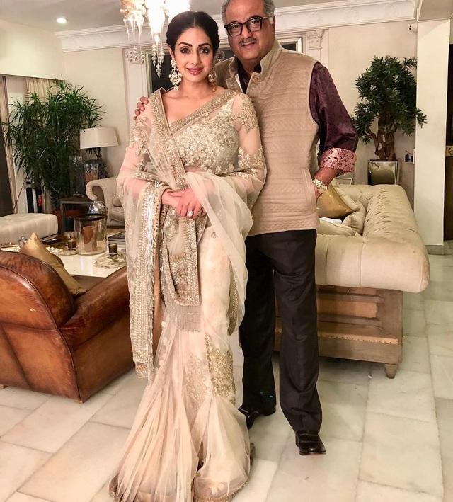 Sridevi và hình ảnh hạnh phúc bên chồng - nhà làm phim Boney Kapoor. Cặp đôi kết hôn năm 1996 và có với nhau 2 cô con gái xinh đẹp