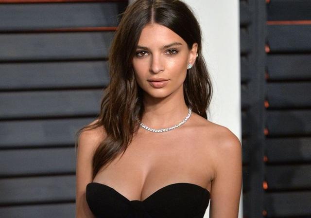 Người đẹp 26 tuổi nổi tiếng với những bức hình khỏa thân táo bạo