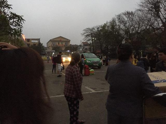 Taxi từ chối đi khoảng cách gần, bỏ mặc hành khách ở sân ga trong giá rét! - 1