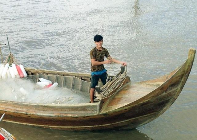 Ngư dân sử dụng các phương tiện đánh bắt gần bờ để khai thác cá khoai. (Ảnh: TA).