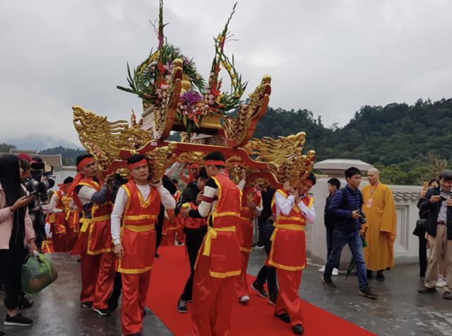 Màn rước kiệu tại Lễ khai hội xuân Yên Tử